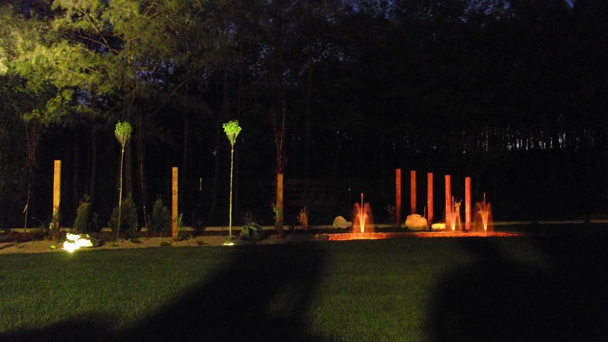 Ogród w Dulowej nocą