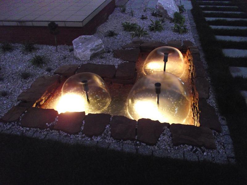 Ogród w Dulowej - oczko wodne nocą